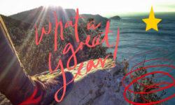 Una scarpa sul panorama del Muzzerone e scritte di auguri