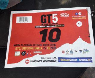 pettorale rosso numero 10 del Grande Trail 2018